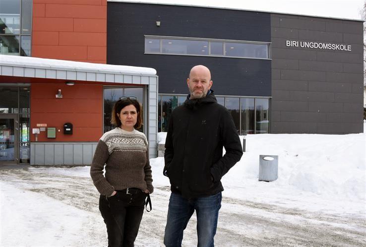 I løpet av året blir Biri ungdomsskole blir den første skolen med kameraovervåking i Gjøvik kommune. Rektor Unni Skaug og eiendomssjef Morten Normann i Gjøvik kommune forteller at dette er et forebyggende tiltak for å sikre bygget etter gjentatte hendelser med hærverk.