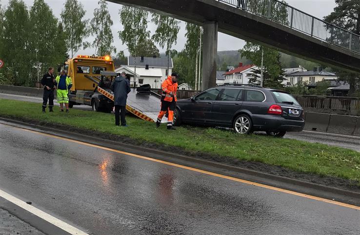 Føreren av denne personbilen ble ikke skadet i kollisjonen med en lastebil.