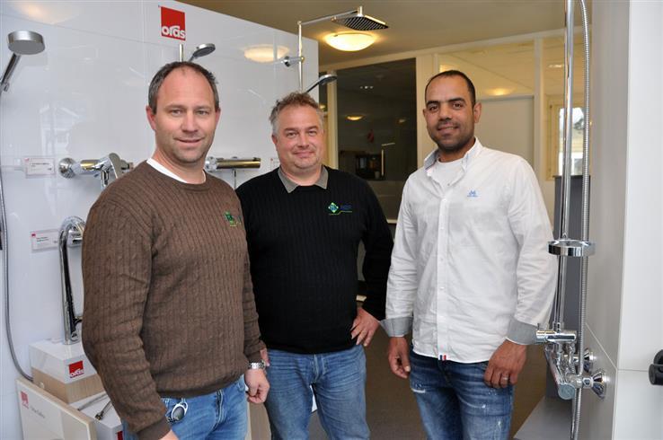 Bjørn Bergh og Per Trygve Engen hos GK Rør får ikke fullrost sin nye rørlegger. Mohamad Obeid kom til Hunndalen som flyktning fra Syria, og har fått fast jobb.