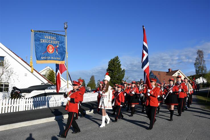 Vardal skolekorps er i farta på 17. mai, i likhet med utallige andre korpsmusikanter over hele Gjøvik.