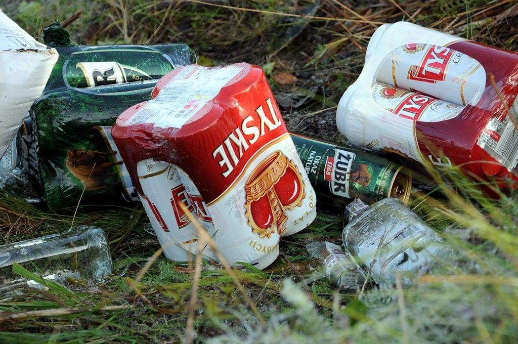 Dette er typiske varer som blir smuglet inn. Billig alkohol med opphav i Polen. Bildet er tatt i forbindelse med en sak i 2013.