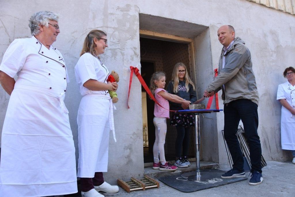 Trygve Slagsvold Vedum åpnet lokalene i Snertingdal 29. april.