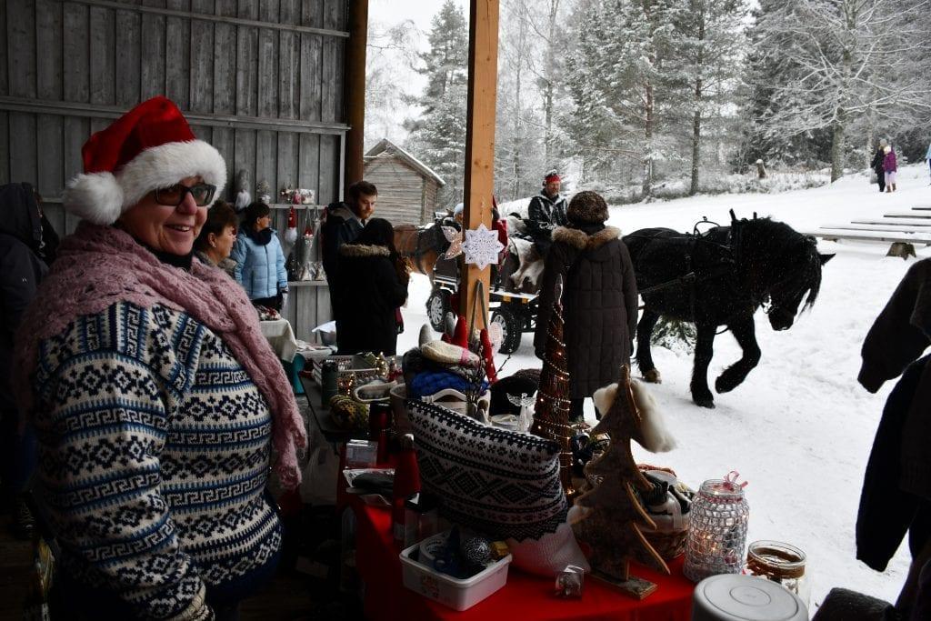 – Skikkelig julestemning og trivelige folk, sa Ella Norstad fra Kolbu som deltok som utstiller for første gang på Gjøvik.