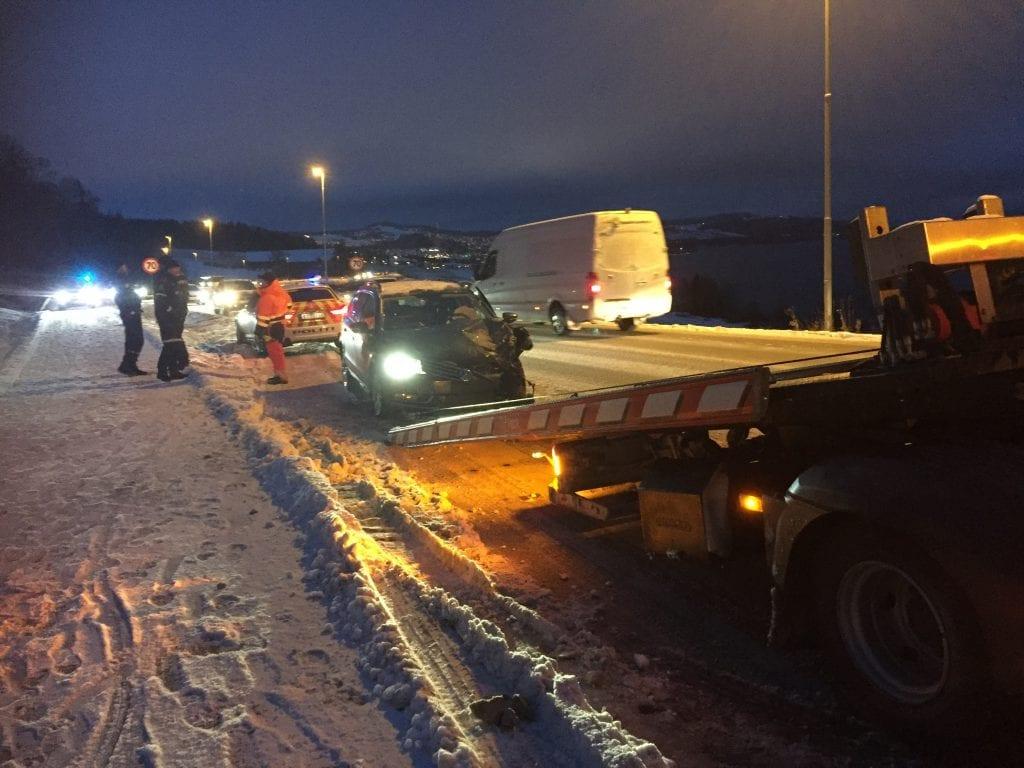 Det blir raskt køer på hovedvegene ut av Gjøvik om ettermiddagen, og politiet konsentrerte seg om å rydde veien.