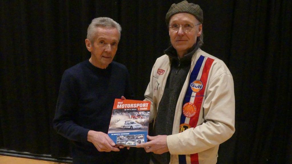 Erik Slettum fikk Tore H. Bratlies signatur i selvbiografien «Med motorsport i blodet», som kom ut for noen år siden.