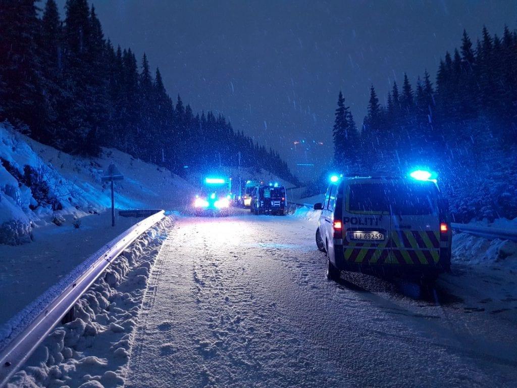 Vegen over Gravåsen var stengt i flere timer.